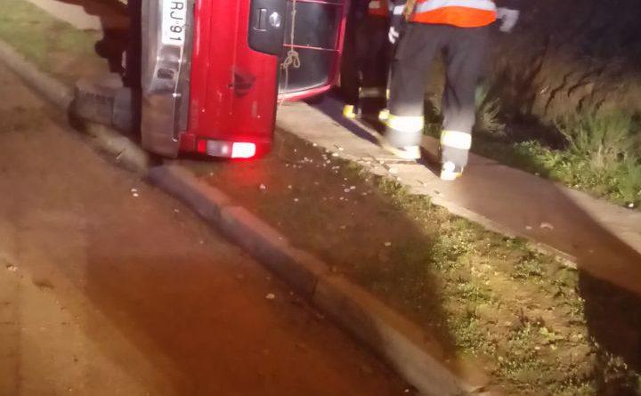 Con lesiones leves resultó conductor de camioneta que volcó anoche