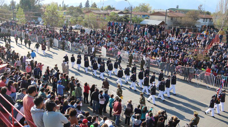 Desfile del 2 de octubre marca nuevo hito al reunir a más de 15 mil personas